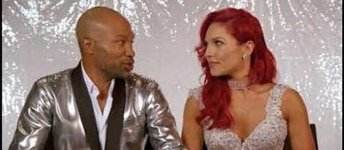 Derek Fisher and Sharna Burgess eliminated from 'DWTS' [Image Credit: Stefanie/YouTube screenshot]