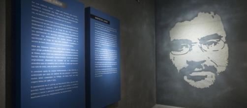 Exposição no MIS, em São Paulo, celebra o legado do vocalista e compositor Renato Russo.