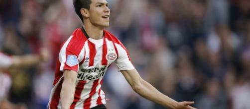 Hirving Lozano celebrando un gol con el PSV Eindhoven