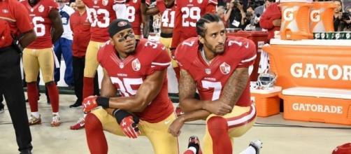 "Kaepernick, le quarterback à l'origine du mouvement ""take a knee"""