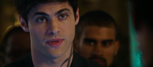 "Matthew Daddario as Alec in ""Shadowhunters"" Season 3. [Shadowhunters/YouTube screencap]"