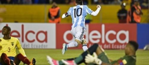 Messi esulta dopo il gol del raddoppio in Ecuador