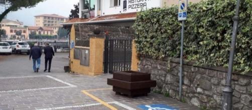 Paratico, fioriera collocata all'interno di un parcheggio per persone con disabilità