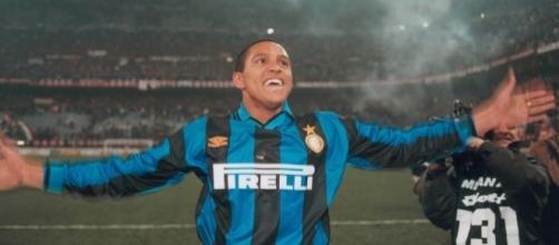 "Roberto Carlos: ""I could've went to Premier League instead of Inter"" - sempreinter.com"