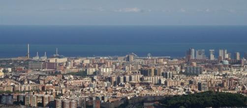 Vista parcial de Barcelona por Daniel Steger/Wikimedia Commons