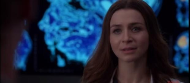 Amelia decided to tell Owen about her tumor. [Image Credit: Grey's Anatomy Updates HD/YouTube screen cap]