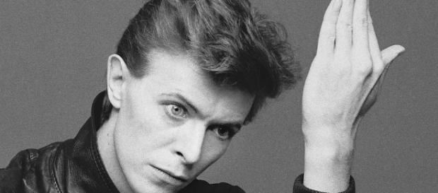 Depeche Mode tributa a Bowie con un cover de Heroes en el ... - medium.com