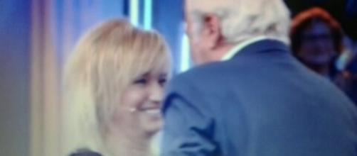 Morena Funari abbraccia Marco Predolin dopo la discussione