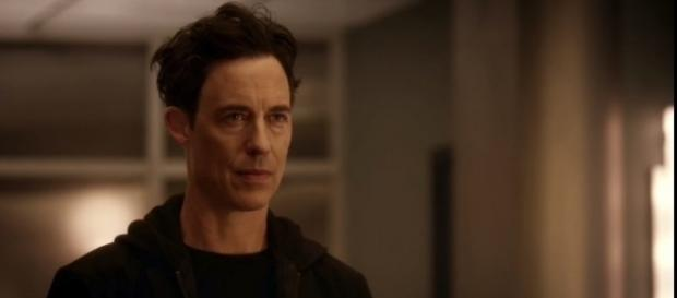 "Tom Cavanaugh returns as Earth 2 Harrison Wells in ""The Flash"" Season 4. (Photo:YouTube/Pagey)"