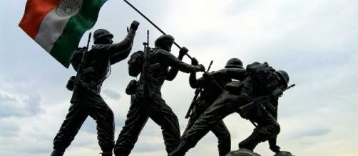 Indian army sculpture of soldiers with flag.Photo -pixabay.com/en/indian-flag-indian-army-statue-2644512/