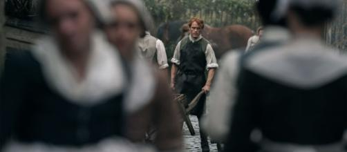Jamie and Claire reunite in 'Outlander.' [Image Credit: Starz Media Room]