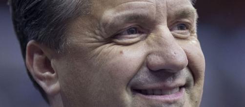 John Calipari has the face of a used car salesman. Image via Keith Allison/Wikimedia Commons