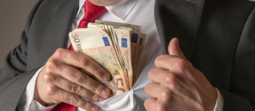 La corruzione colpisce soprattutto i pubblici uffici