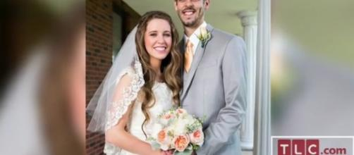 Many Duggar fans suspect that Derick Dillar is cheating on Jill Duggar. [Image via TLC/YouTube screencap]