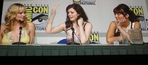 Rose at the 2006 Comicon https://www.flickr.com/photos/popculturegeek/4798033663