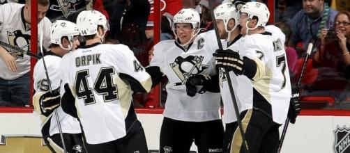 Sidney Crosby and the Penguins take on the high-scoring Tampa Bay Lighting in a free NHL game on Thursday. [Image via NHL/YouTube]