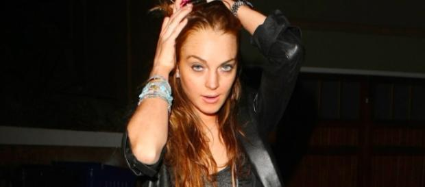 Lindsay Lohan defends Harvey Weinstein [Image via Hollyscoop/YouTube screencap]