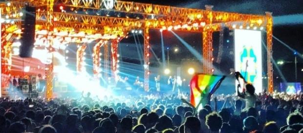 Rainbow LGBT pride flag at concert in Cairo leads to 59 arrests. [Image via United News International/Youtube]