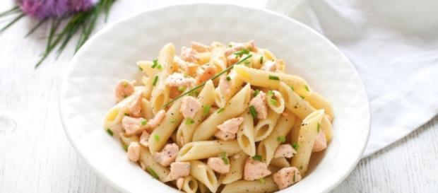 Ricetta Penne al salmone e panna - Cucchiaio d'Argento - cucchiaio.it