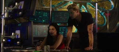 """Izzy and Jace in a scene from the """"Shadowhunters"""" season 3. (Photo:YouTube/Shadowhunters)"""