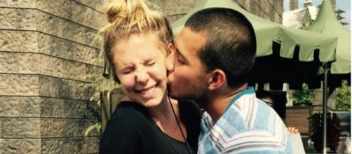 Kailyn Lowry gets a kiss from Javi Marroquin. [Photo via Instagram]