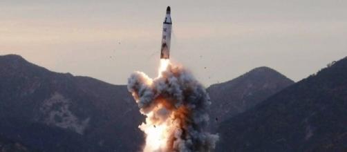 La Corea del Nord lancia un altro missile: gli Usa pronti alla ... - velvetnews.it
