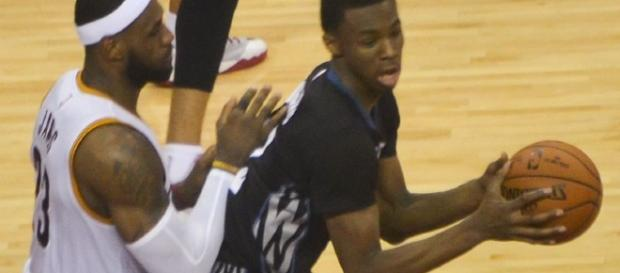 Andrew Wiggins extended his contract with the Wolves in a record deal (Via Erik Drost/wikimedia)