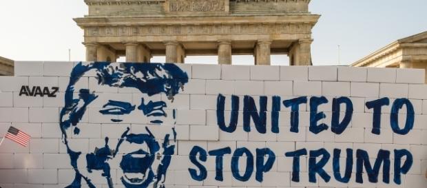 El sugestivo muro anti-Trump levantado en Berlín