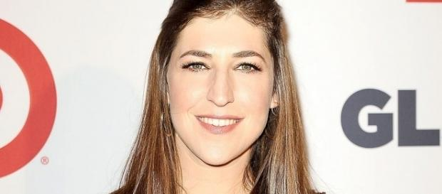 Mayim Bialik addresses controversial editorial in light of Weinstein scandal. (Image Credit: Wecouldbelongtogether/Wikimedia Commons)