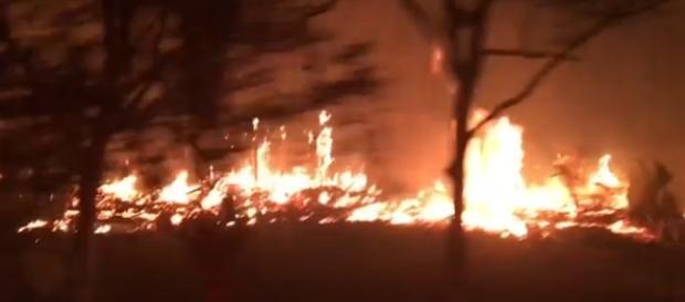 Os incêndios castigam Berkeley, na Califórnia, com cenas de terror. (Foto: Captura de Imagem/CNN)