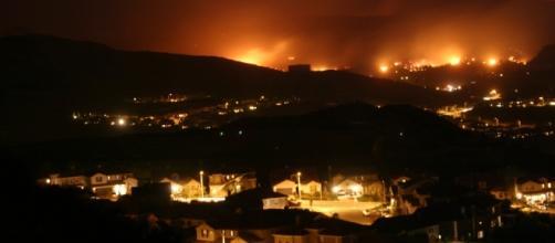 Wildfire California Santa Clarita [ Image credit - Wikimedia Commons - wikimedia.org]