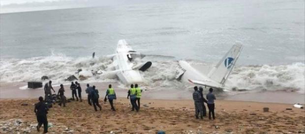 Coasta de Fildeș - S-a prăbușit un avion care transporta militari ai Armatei franceze