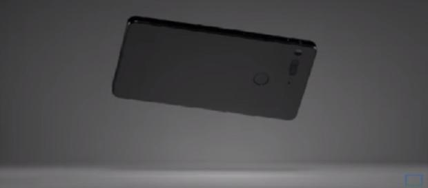Razer's first smartphone to spotted on benchmarking website. Image via: CTNtechnologynews/YouTube screenshot