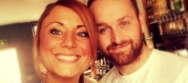 Matthew Lunn e a esposa Carly se casaram na Grécia (Foto: Reprodução/Rede Social)