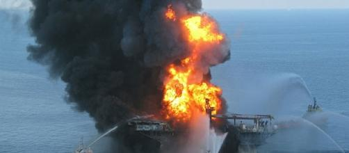 An offshore oil rig, similar to the one that exploded in Louisiana on fire in a past incident. [image credit;US Coast Guard/en.wikipedia.org]