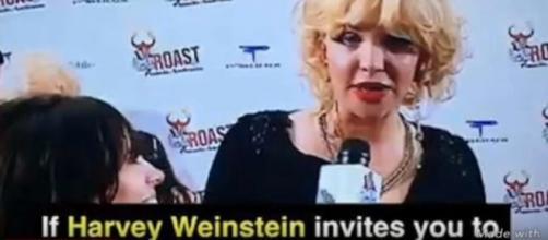 Courtney Love durante l'intervista del 2005 in cui parla di Harvey Weinstein.