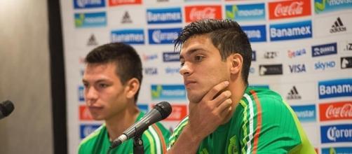 El delantero mexicano Raúl Jiménez en conferencia de prensa.