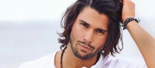 Gossip Grande Fratello VIP: due messaggi d'amore per Luca Onestini.