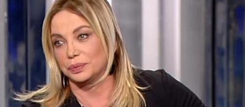 Simona Izzo a Domenica Live: scontro verbale con Lory Del Santo