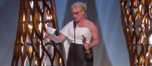 The actress says sexual harassment is an issue for all women. [Image via Oscars/YouTube screencap]