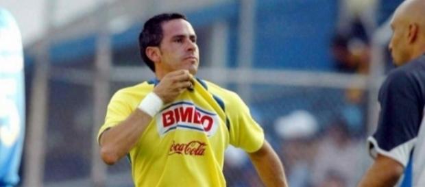 Aarón Padilla marcando un gol en la cancha del Estadio Azul