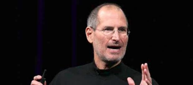 Apple co-founder Steve Jobs always hated the idea of a stylus. [Image Credit: Try10000time/YouTube]