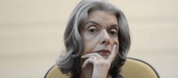 Cármen Lúcia vota a favor de Aécio Neves no Supremo Tribunal
