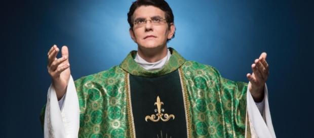 Padre Reginaldo é dono da rede de rádio comunicação Lumem