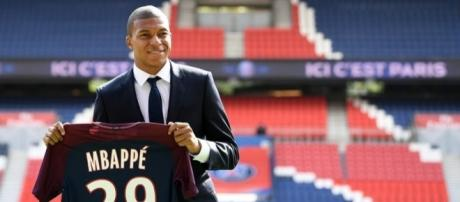 PSG : combien de maillots vendus grâce à Mbappé et Neymar ? - rtl.fr