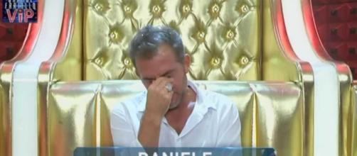 Daniele Bossari piange di nascosto