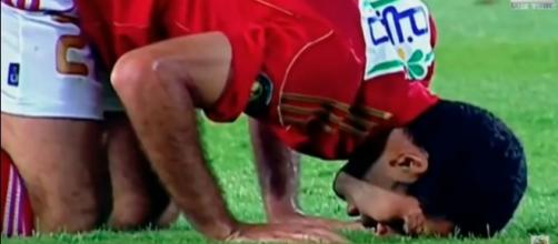 Egyptians call for exiled ex-football star, Aboutrika, to return home to play in the 2018 World Cup games. [Image via Lux Tube/YouTube screencap]
