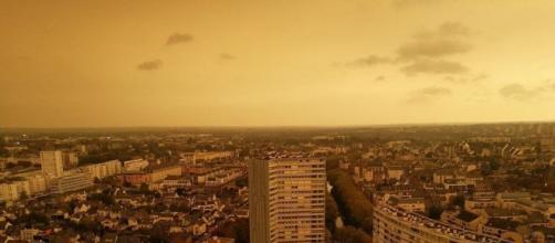 La Bretagne sous un ciel jaune crépusculaire à cause de la tempête ... - sudouest.fr