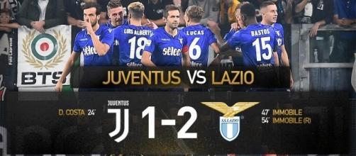 L'esultanza dei giocatori della S.S. Lazio al termine della gara, sotto lo spicchio di tifosi laziali arrivati a Torino