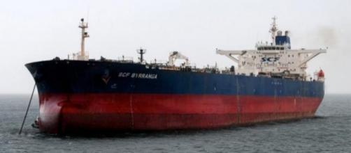 navi fantasma trasportano illecitamente gasolio